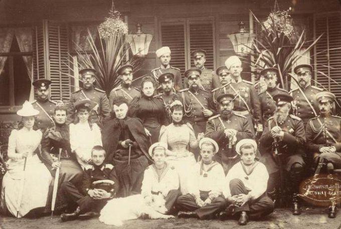 Династия Романовых не прекратила своего существования после расстрела императорской семьи Николая II