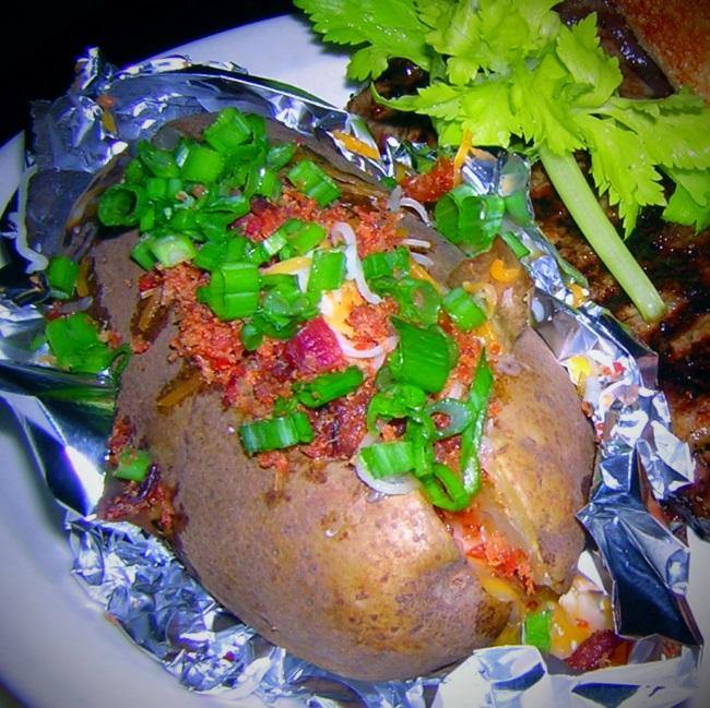 Как приготовить в духовке картофель, фаршированный мясом