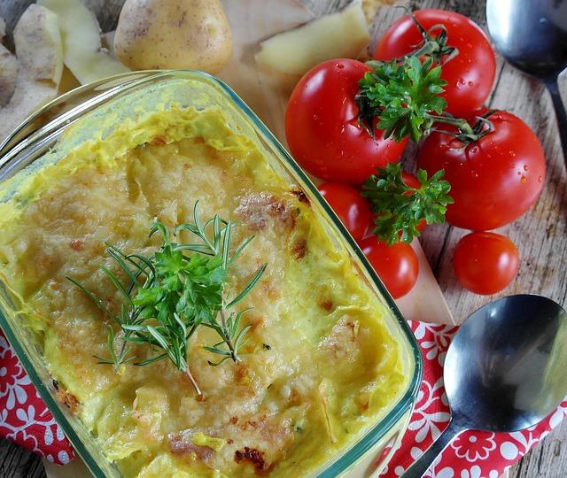 Как приготовить картофельную запеканку с мясным фаршем, сыром и специями