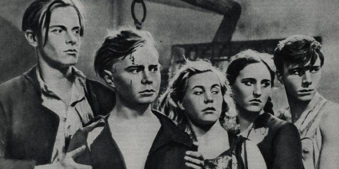 """""""Молодая гвардия"""" подпольная комсомольская организация, члены которой сражались против фашистов во время оккупации  города Краснодон."""