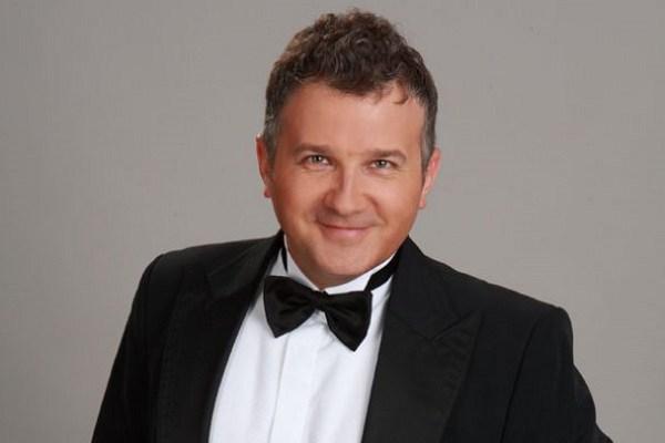 Юрий Николаевич Горбунов – известный телеведущий и актер украинского телевидения. Шоумен, обладающий прекрасным чувством юмора. Он популярен, востребован и очень талантлив. Разносторонний и увлекающийся человек, который постоянно развиваемся и самосовершенствуется. У него множество хобби – рыбалка, йога, охота, кулинария, изучение языков.