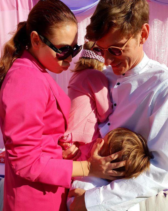 Счастливое семейство в полном сборе