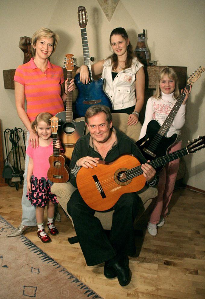 Юрий Стоянов в кругу своей семьи
