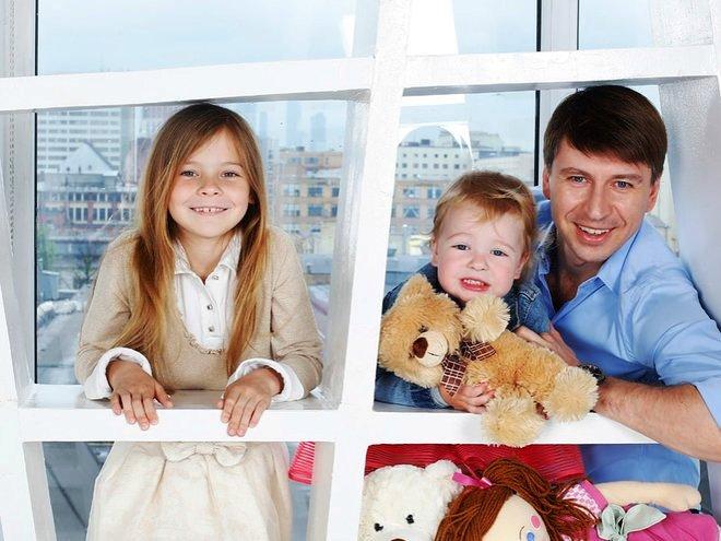 Алексей Ягудин с детьми
