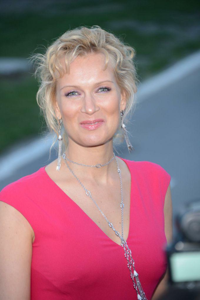 Олеся Судзиловская всегда улыбается на камеру