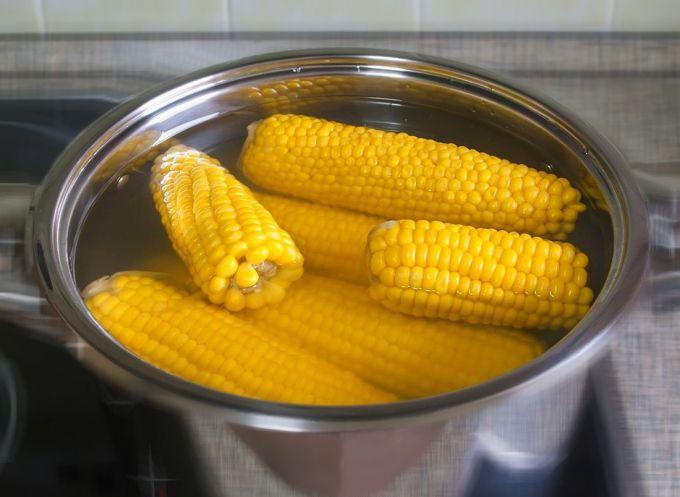 Как приготовить вареную кукурузу