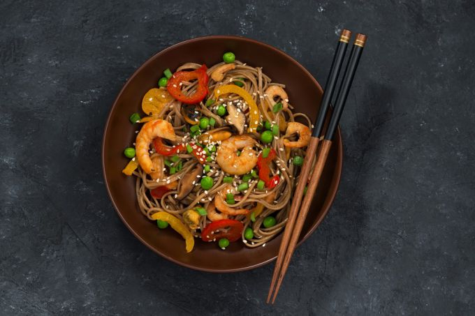 Как дома приготовить гречневую вок-лапшу с морепродуктами