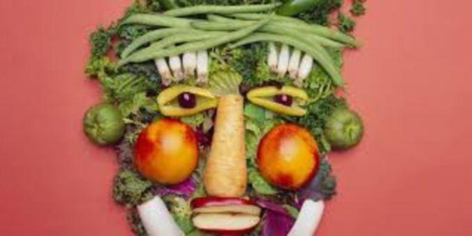 "Термин vegetarian (вегетарианец) произошёл от vegetable - ""растение"" или ""овощ"" по-английски"