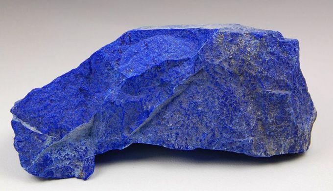 Необработанный камень лазурит