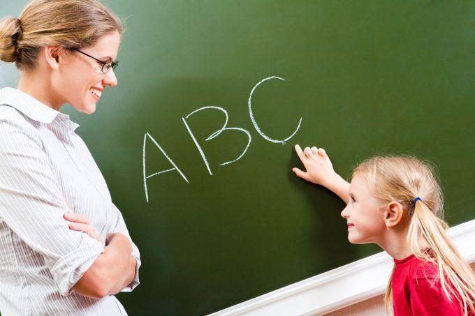 Ребенок учит иностранный язык