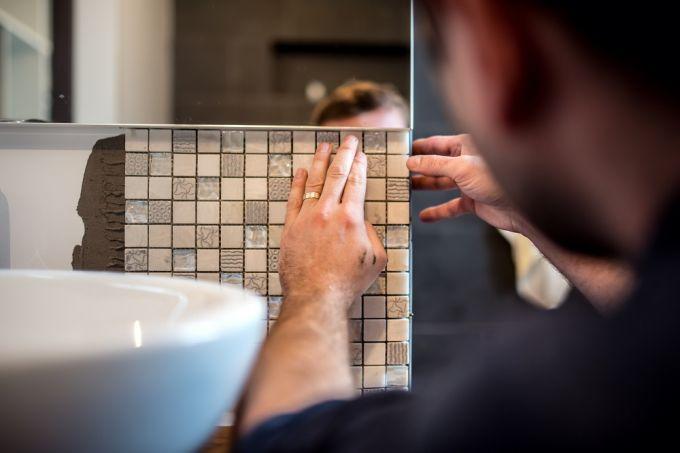 Как выложить мозаику в ванной своими руками