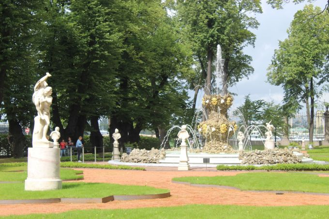 Почему сад в Санкт-Петербурге называется Летним и что в нем интересного