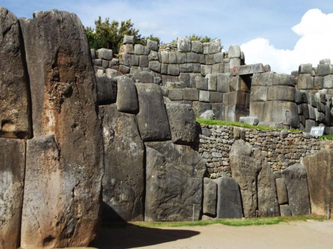 Загадочное место в Перу: стены, построенные дьяволом?