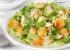 Как приготовить салат с сухариками или чипсами