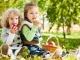 Как научить ребенка есть взрослую еду