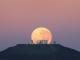 Почему луна на горизонте кажется больше, чем в зените